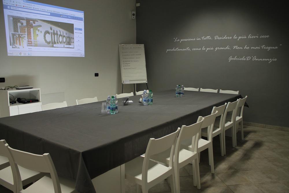 Centro citt bianca sala meeting e corsi centro citt for Sala riunioni